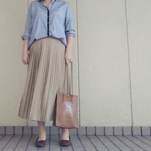 シャツ×プリーツスカートコーデ