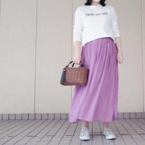 ロゴT×キレイ色スカートコーデで美容室へ