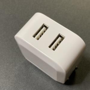 ダイソーのACアダプタは300円で2台同時充電できて便利!