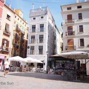バレンシアに「コロナ・ウィルス広場」誕生