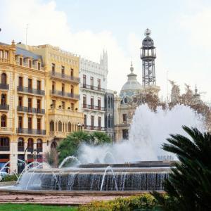 スペイン・バレンシア観光スポット:きらびやかな市庁舎周辺