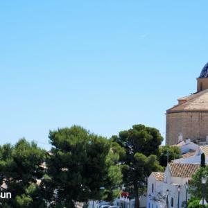 スペイン・コスタブランカの丘の上のキュートな白い町:Altea