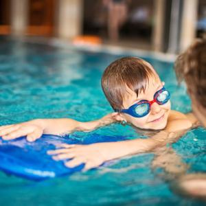 夏のスイミングレッスンー子どもが多くて賑やかだけど癒されることもある