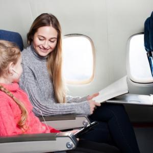 子供が歩けるようになったら飛行機旅行!でも飛行機の中で泣いてしまった!あれを持っていけば良かったのに…