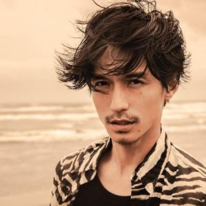 錦戸亮、フィルム現像で写真公開 クールな1枚に「かっこよすぎ」「顔面天才」