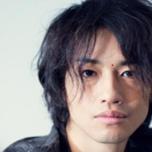 斎藤工、衝撃のヒゲ×ツインテール姿を公開 「可愛すぎる」「しずかちゃんみたい」