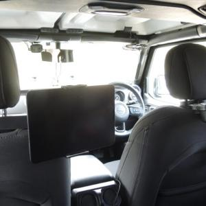 【JLラングラー】後部座席を快適に!タブレットホルダーを取り付け!