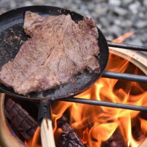 男は黙って焚き火で肉!【たき火フライパン2.0】をレビュー!