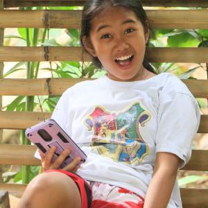 フィリピン散歩道 可愛い少女の笑顔と出会う