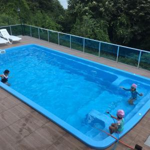貸別荘で、夫もとうとう初プール