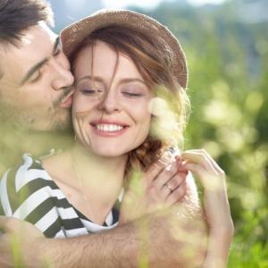 既婚男性と独身女性のキスは不倫!
