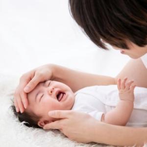 「赤ちゃんの寝かしつけ」泣く時のオススメな方法が知りたい!【前編】