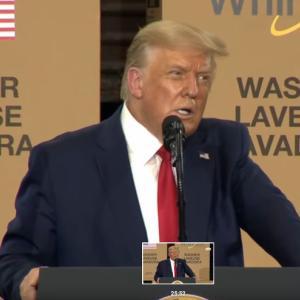 アメリカ17番目の州で17箱の段ボールの前で演説したトランプ大統領 - これはQAnonの作戦開始を示唆しているのだろうか?