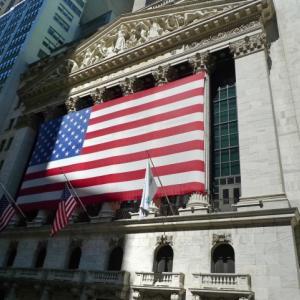 アライアンス・バーンスタイン・米国成長株投信Dコース毎月決算型(為替ヘッジなし)予想分配金提示型の資産残高が1兆円を突破しました。