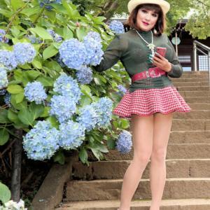 【留美子讃歌 18】ミニ、スキニー、ショートパンツ、紫陽花を背景に撮った写真の数々