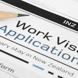 ワーホリおよび 10,000人の労働者のビザ延長と基準時給がアップに