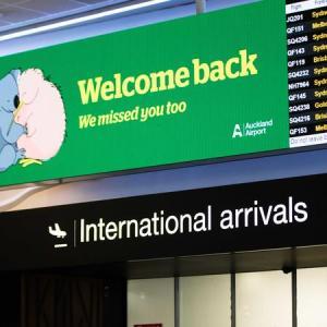 ワクチン接種を受けた旅行者のための国境制限の変更を検討