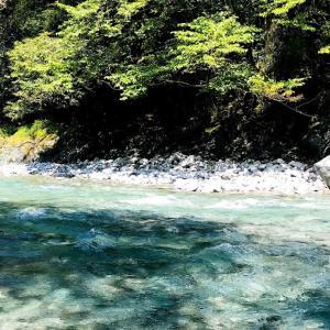 【子連れ川遊びスポット】都心から1時間、アクアブルーの川で子連れ川遊び体験談&美肌になる温泉を堪能!