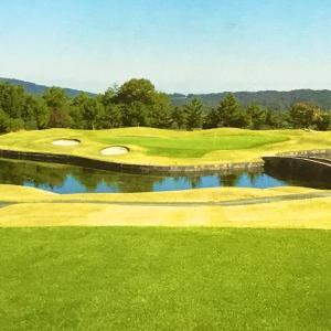 奈良名阪ゴルフクラブの練習場設備を紹介しています。