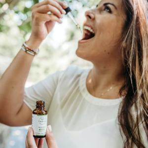 世界初!「Greeus」が販売する待望のヘンプ成分CBD×麻炭配合歯磨き粉「CBD TOOTHPASTE歯磨き粉CBD100mg」の効果・成分を紹介!!