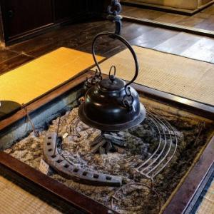 囲炉裏(いろり)と火鉢の違い