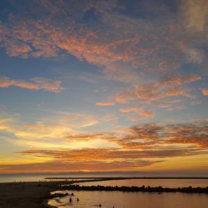 浜辺の夕日