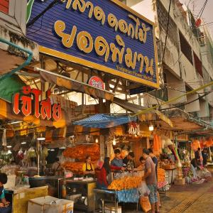 「パークローン花市場(Talat Pak Khlong)」~バンコクの巨大な花と野菜中心の市場、アクセスも便利になって。。。