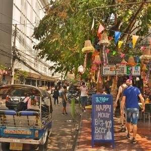 「カオサン」は今「バックパッカー」の聖地と言えるのか!?昼の「ランブットリー通り」から夜の「カオサン通り」の光景。。。