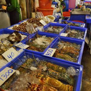 「ラーンポー ナークルア市場」~パタヤノース、ナクルアにある海産物中心のマーケット!!