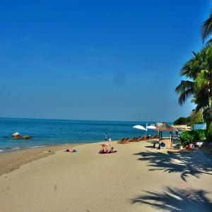 パタヤノース ナクルア地区の「ウォンアマットビーチ(Wong Amat Beach)」を、のんびりとビーチウォーク!!