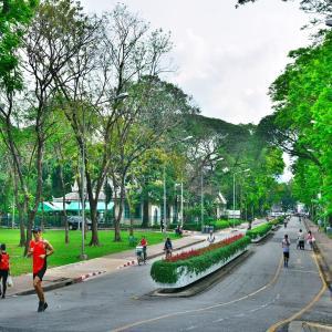 「ルンピニ公園(Lumpini Park )」~巨大生物が普通に生息している、大都会バンコクの中心にあるオアシス!!