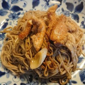 焼いても美味いからいいじゃないか?鴨とネギと日本そばで作る、鴨南蛮焼きそば