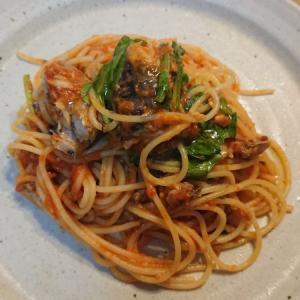 サバ缶とトマトソースとルッコラで一気に御馳走感が出るスパゲッティ