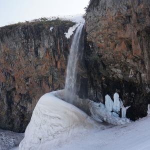霊峰白山。豪雪地帯の山中で宇宙人が作った「巨大な雪壺」を発見?!