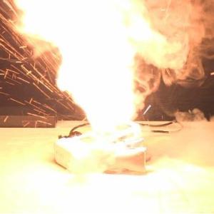 【騒然】通販でバッテリーを買ったら出火して家が燃えた 男性がアマゾン相手に賠償求める訴訟💢💢💢