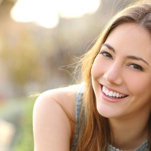 """【コロナ禍の今がチャンス!?】今のうちに""""歯列矯正""""をしたいという20代~30代女性は半数以上!やってみたい矯正治療法とは…? 歯科医院選びで重視するポイントは『クチコミでの評判』と『治療実績』!"""