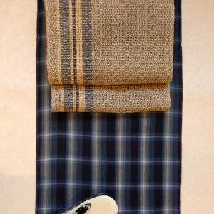 紺の格子の綿麻に麻のもじり織八寸帯、テリア柄の雨草履!雨の日は通販がお得~