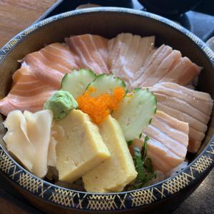 《水琴》※ランチ 豪華な厚切りサーモン丼をタニヤの『水琴』でいただいてきた!@シーロム