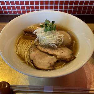 濃厚ながら澄んだ醤油スープ!六九麺の鶏清湯『お醤油らぁめん』@トンロー(バンコク醤油ラーメン図鑑#1)