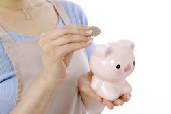 貯金箱に「豚の形」をしたものが多い理由は?