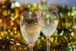 シャンパンを「お祝いの席」で飲む理由は?