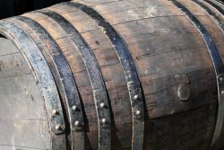 重さの単位「トン」は、酒樽に由来していた!