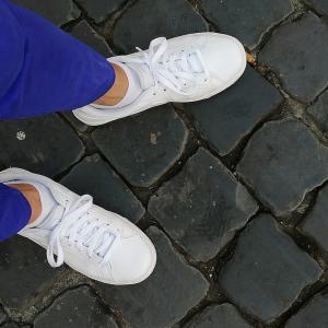 「あら、あなたおニューの靴?」