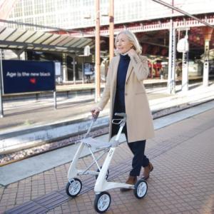 歩行器 老人