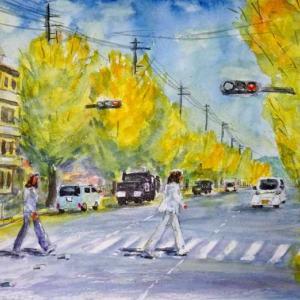 【京都風景スケッチ】丸太町通の銀杏の街路樹を透明水彩で描きました。ビートルズ風の歩行者も描いてみました。