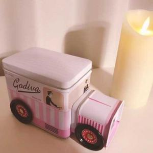 ゴディバのピンクバス