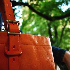 低価格帯で高品質な革製品。SLOWのレザートートバッグ