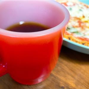 アメリカ雑貨の代名詞、Fire-King(ファイヤーキング)の耐熱ミルクガラス製のマグカップ