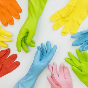 ダイソーのビニール手袋2種類を比較!高コスパ VS 厚手生地!