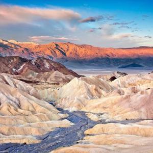 死の谷デスバレー、海抜-85.5mと標高1699mの世界が見れる絶景スポット!